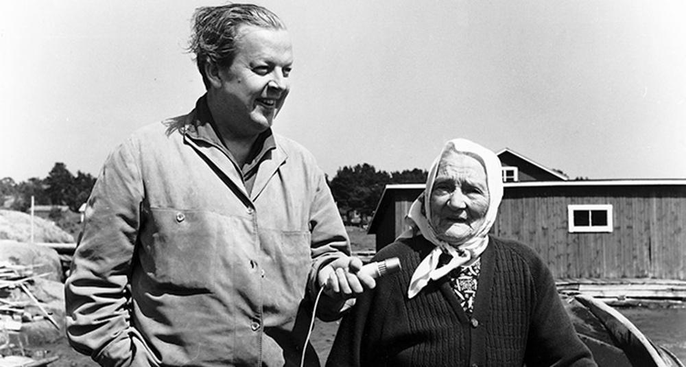 Ulf Peder Olorg och Anna Sjömor Lindström nötö 1962. Foto ur Svenskt visarkivs samling.
