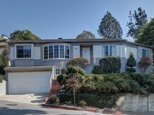 Situated on an elevated lot in the always-in-demand Moreno Heights, this 1940 Traditional offers up one of the hottest values in Silver Lake. - See more at: http://www.theagencyre.com/for-sale/3028-angus-st-silverlake/#sthash.yXTipdfg.dpuf