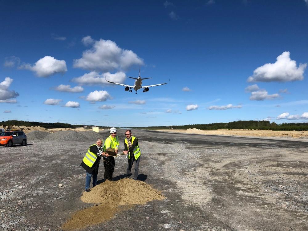 FV: Maria Marklund, Kommunalråd Skellefteå Kommun, Mikael Engström Site Manager NCC, Johan Sundelin Vice Ordförande Skellefteå Airport