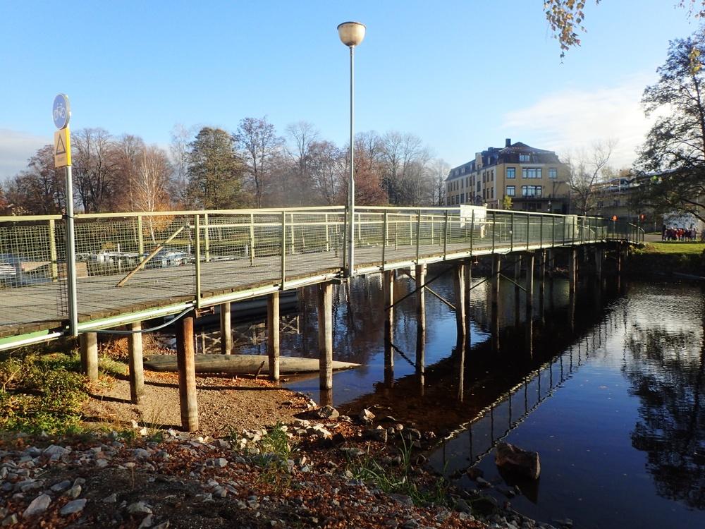 Den Gröna bron över Bottenån i Lindesberg. Sedd från Ålkilsplan.