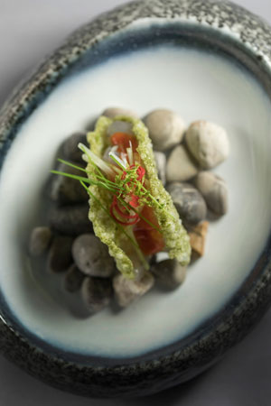 Prawn cracker with fermented tomato