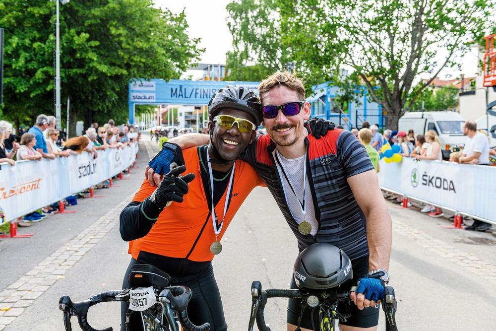 Rudolph Ndurya och Andreas Gunnmo var glada efter målgången i Motala. Foto: Petter Blomberg