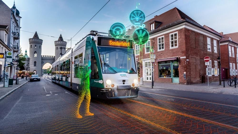 Siemens självkörande spårvagn med en visualisering av människa i gatumiljöi Potsdam.