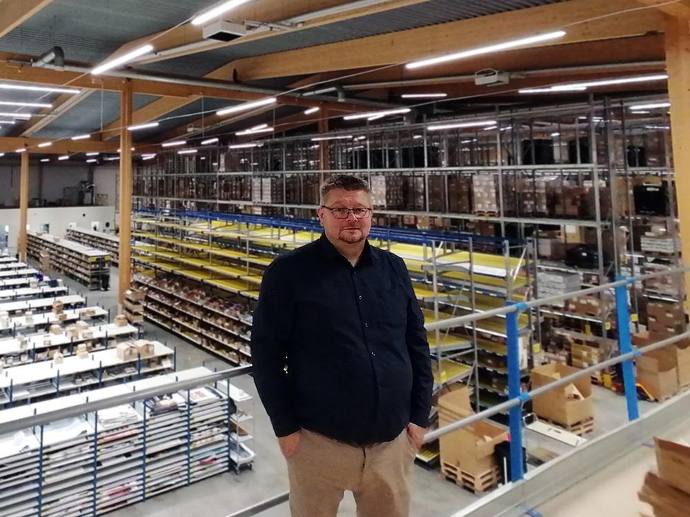 Jonaz Peterzén på Dermaromes lager i Katrineholm