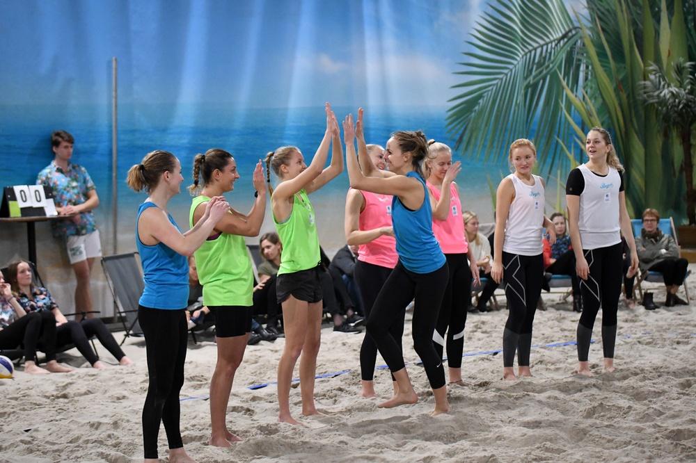 Damlagen i Beach Royals presenteras. Foto: Johanna Svensson