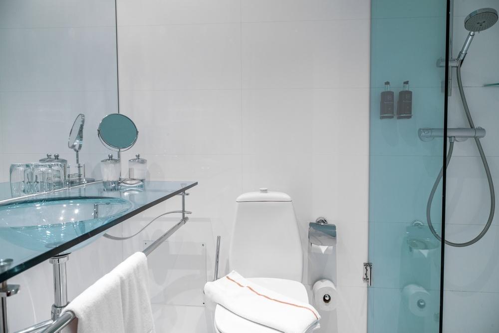 Hotel Riverton i Göteborg - dubbelrum badum