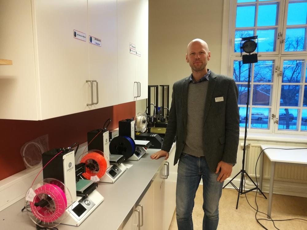 Simon Ekdahl, rektor på NTI gymnasiet i Örebro, ser fram emot att få välkomna nyfikna tjejer till skolan.