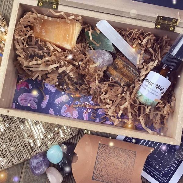 December 2018 Galaxy Crystal Moon Box