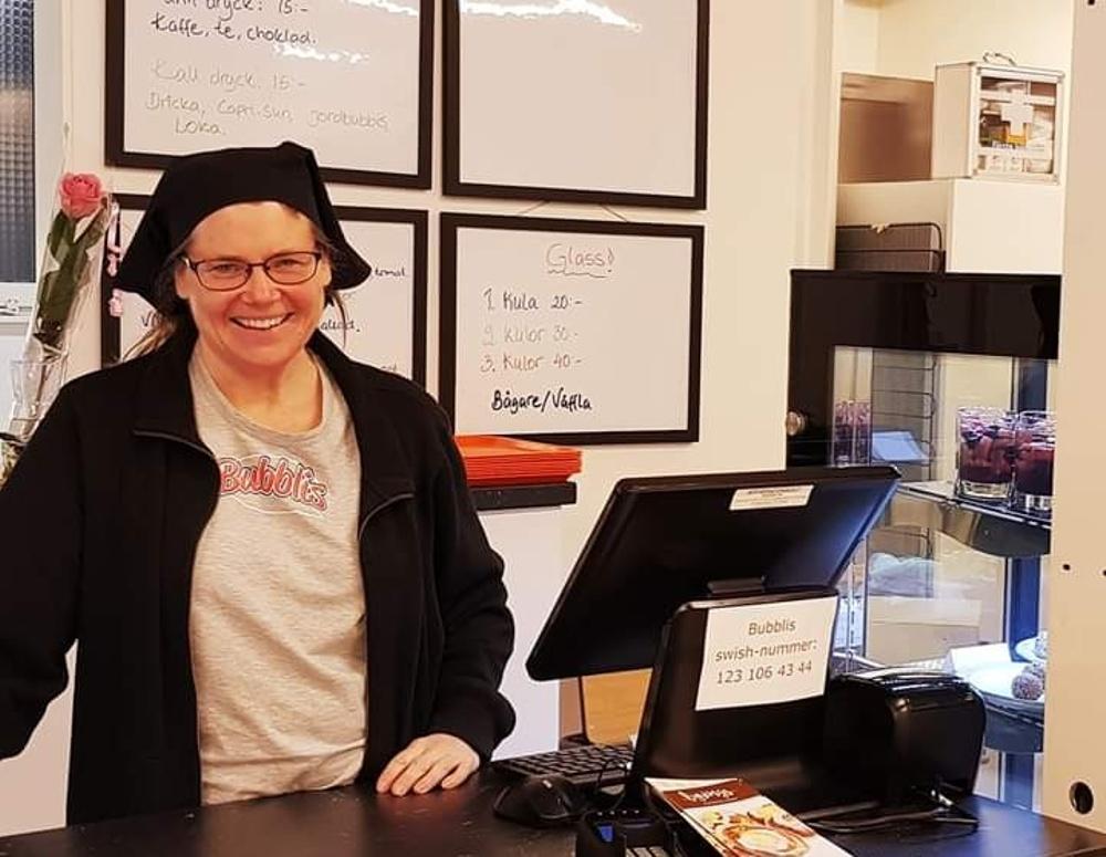 Helén Karlsson är ansvarig för verksamheten på Bubblis - ett nystartat café i Örebro