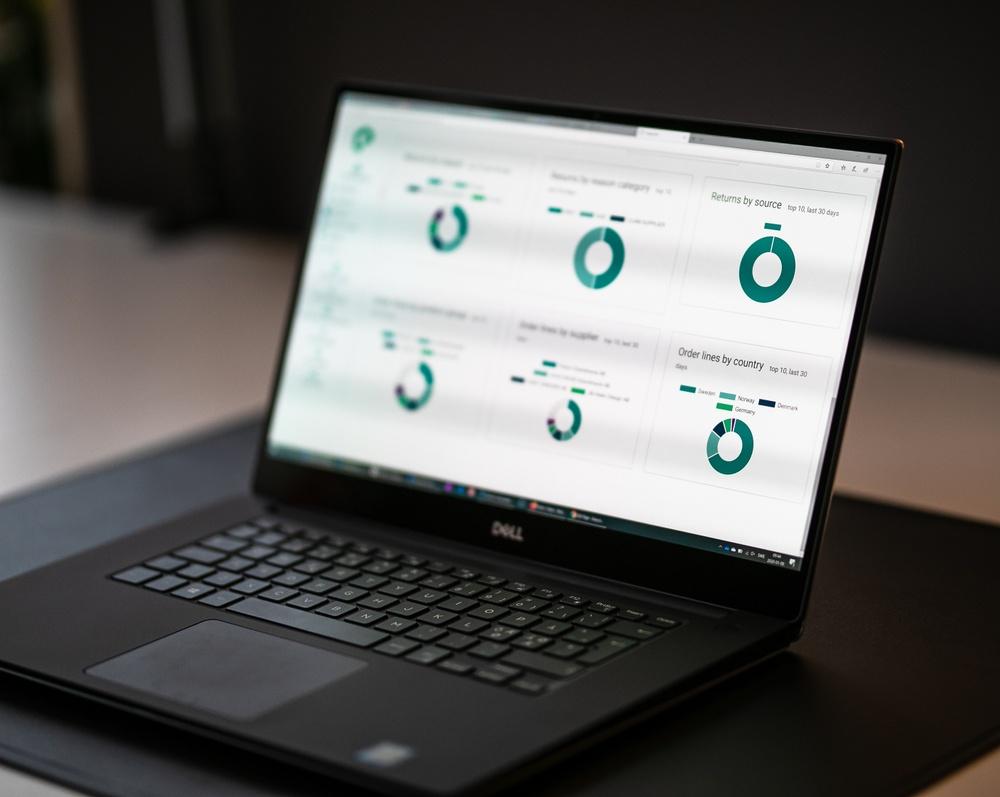 Easycom utvecklar en plattform som gör e-handeln lönsammare för handlaren och enklare för kunden.