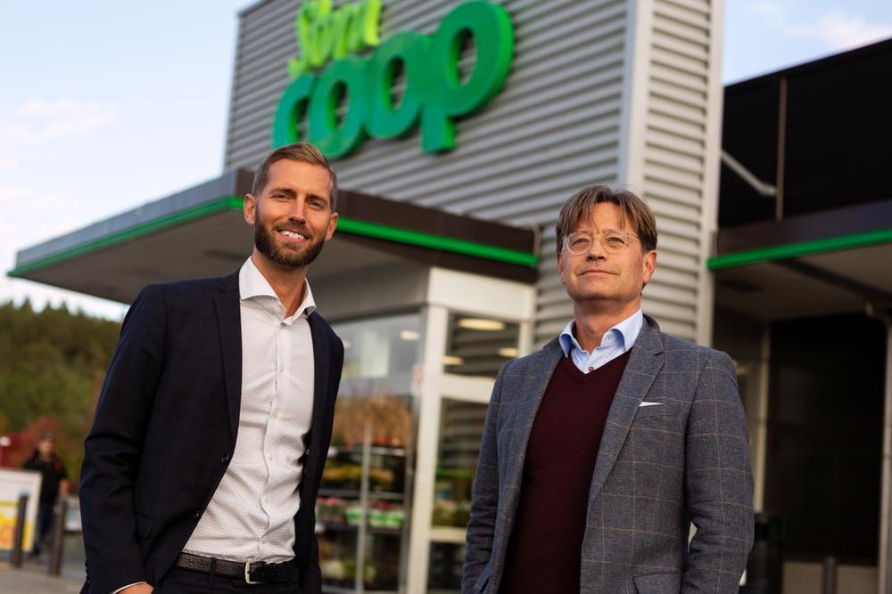 Från vänster till höger: Karl Eckerdal (LloydsApotek) och Christian Wijkström (Coop Butiker & Stormarknader)