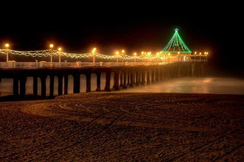 manhattan-beach-pier-christmas-decorations