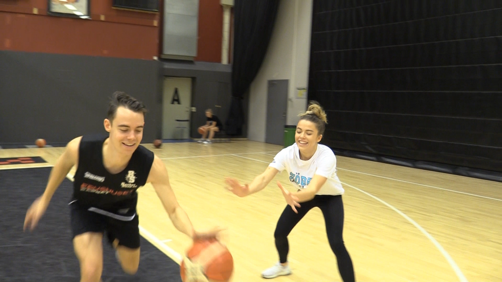 Emil & Wilma Holmquist Sparks ambassadörer testar basket